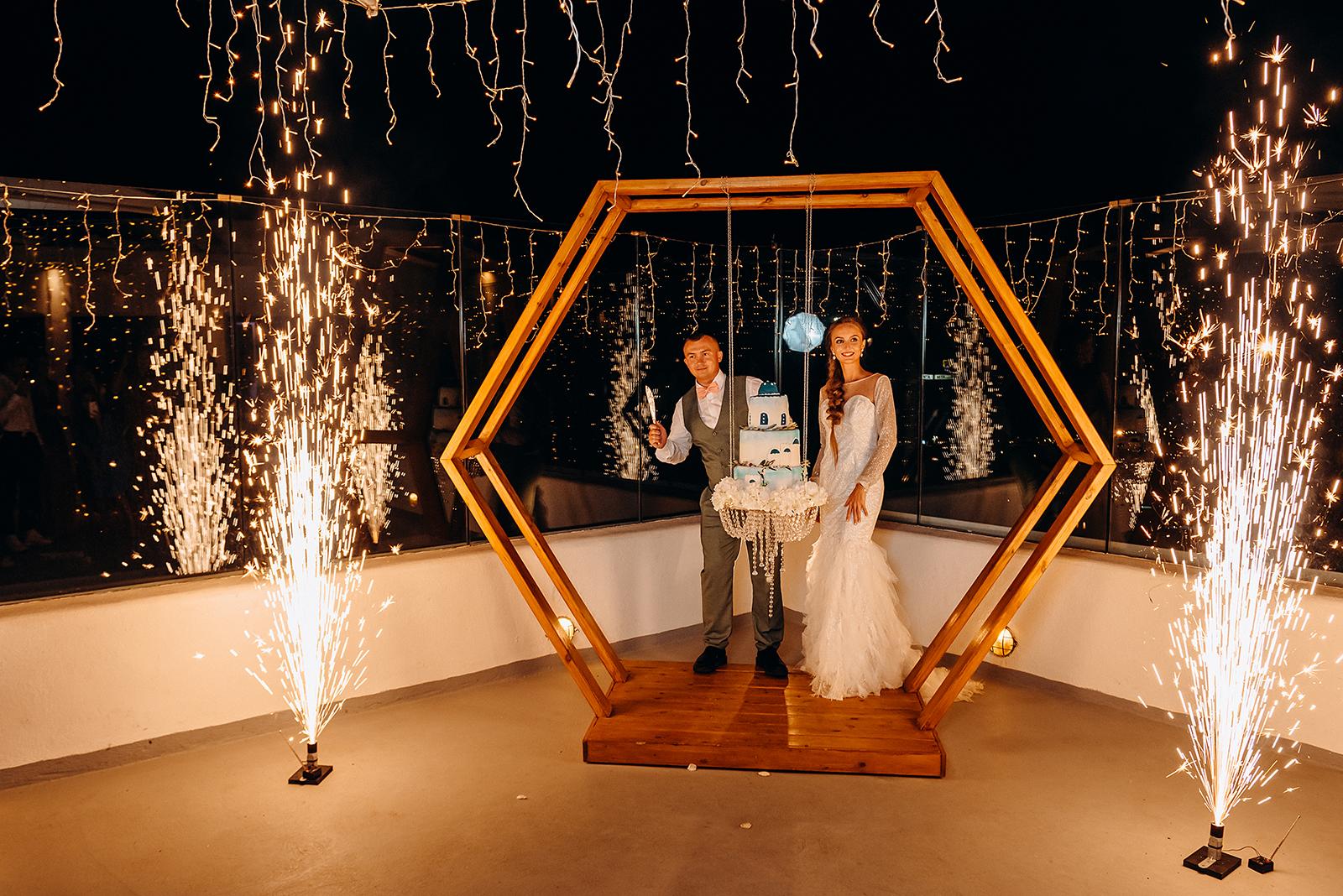 Свадебные фейерверки: свадьба на санторини, свадебное агентство Julia Veselova - Фото 1